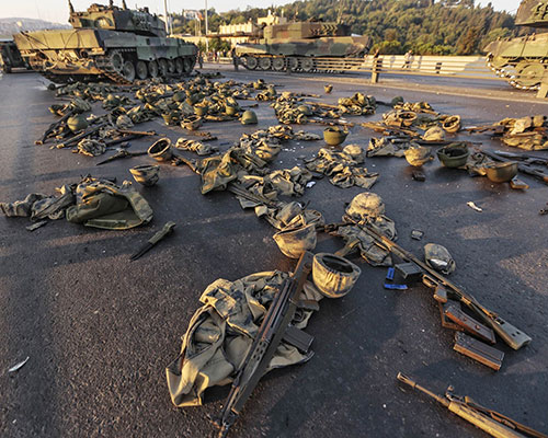 Clothes and weapons from soldiers who took part in the July 15 coup attempt lie abandoned on Istanbul's Bosporus Bridge. (Image: GOKHAN TAN/Getty Images)